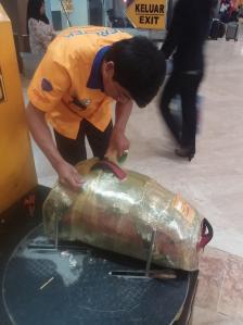 Foliowanie plecaka na lotnisku - Jakarta - Indonezja - 2014-10
